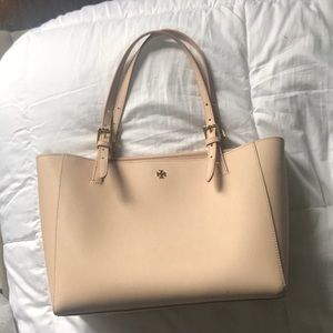 A light pink Tory Burch purse
